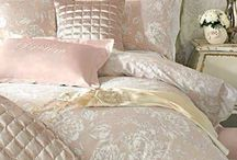 Shabby chic girly bedroom / Bed room