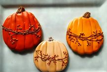 Decorated Harvest Cookies / by Rosalie Romero