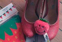 Erdbeerkram / Erdbeeren sind meine Leidenschaft und nicht umsonst Teil meines Logos bzw. Suchgegenstand in meinem ersten Buch. Hier wird alles gesammelt, was mit Erdbeeren zu tun hat, egal ob Schuhe, Rezepte, Getränke, Kuscheltiere oder schöne Ordner.