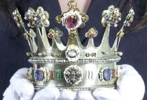 Crowns and medieval jewellery