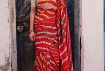 red leheriya saree