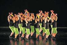 Projectkamp | Dance! / Speciaal voor iedereen die houdt van coole dansmuziek en moderne dansstijlen. Streetdance, funk, hiphop, jazzdance en nog veel meer komen aan bod. Op het einde van de week verrassen we iedereen met een hippe dansvoorstelling! We krijgen dansles van een professionele choreograaf, bouwen ons eigen decor en maken er een wervelende show van!