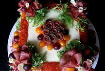 Moje slané torty, obložené misy a klobásové kytice