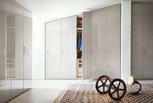 Beépített szekrény nyílóajtó / A nyílóajtós beépített szekrények nagy előnye, hogy az ajtók nyitása után teljes hozzáférést biztosítanak a szekrény belsejéhez. További előnye, hogy mindössze csak 2cm a helyigénye a teljes mélységből.    http://hvgardrob.hu/szekreny-ajtok/nyiloajto/