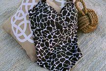 Swimming Design - Lookbook / L'estate con Elena Mirò non potrebbe essere più frizzante! Scoprite la collezione e lasciatevi conquistare dalle fantasie a pois e dalle ispirazioni jungle della linea beachwear!
