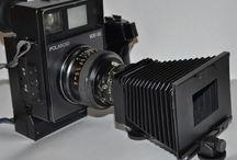 """Polaroid / Personal Dress Offerta Noleggio Polaroid Noleggio Macchina Fotografica Istantanea Polaroid: 25.00 euro a macchina per l'intera giornata (anzichè 45.00 €) 20.00 euro di cauzione che verranno restituite dopo l'evento spedizione circa 12.00 € Italia Macchine istantanee con flash, da posizionare sui tavoli e creare durante il ricevimento """"istantanei ricordi"""". Le pellicole che serviranno sono invece a pagamento. Ogni scatola contiene n° 1 pellicola con 8 scatti."""