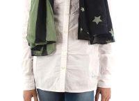 Calzado y complementos para niña / Biquinis, bolsos, gorras, calzado, fulares y bufandas de las mejores marcas.