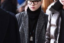 BTS a SUGA with glasses