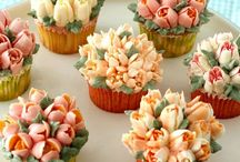 Decorative tips for baked goods