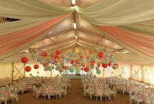 """Sátras esküvők I. - elegáns  dekorációk / A fehér party sátor gyakorlatilag bárhol felállítható, és igazi """"tabula rasa"""" . Bármilyen szín ,és stílus jól mutat benne."""