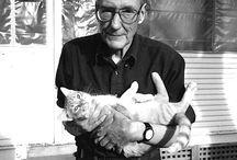 Escritores y sus Mascotas / ¿Qué tienen en común escritores como Cortázar, Allen Ginsberg, Sylvia Plath o Charles Bukowski? Además de ser escritores geniales, estos personajes junto a muchos otros del mundo literario eran amantes de los animales, ya sea como mascotas o como instrumentos de admiración (como Samuel Beckett).