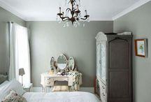chandelier love  / by Jasmin Pike