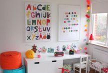 Alfabet w pokoju dziecka / Inspiracje na dekoracje w postaci alfabetu w pokoju dziecka