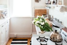 Small Kitchen Design Ideas / Small, galley kitchen? Narrow dining space? No problem - bigger definitely isn't better when it comes to kitchen design!