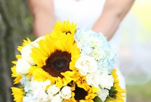 Mississippi Dunes wedding / All flower designs created by Artemisia Studios, a Twin Cities wedding florist studio. All photos taken by Agape Moments.