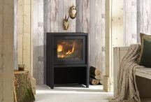 Vrijstaande houtkachels / Met een vrijstaande houtkachel van Paul Roescher haalt u één van de meest gezellige meubels in huis. Een houtkachel is een zuinige en eenvoudig te gebruiken verwarmingsbron die na enkele minuten vol rendement geeft. Hiermee investeert u niet alleen in een extra sfeervolle inrichting, maar brengt u ook uw energierekening omlaag!
