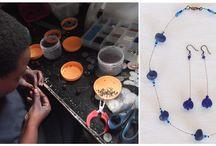 Sieraden Thamani Fashion / Thamani Fashion laat haar sieraden maken bij de Wonder Workshop in Dar es Salaam. Hier maken mensen met een lichamelijke beperking sieraden van gerecycled materiaal.