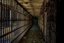 Real Scary Places / How many of these real haunted houses have you visited?