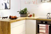 Okap w aneksie kuchennym / Pomysły na okap do kuchni o małych rozmiarach, kuchni z półwyspem, kuchni połączonej z salonem, wnętrza o nieregularnych kształtach