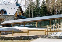 Pérgolas y porches de madera / Pérgolas de madera para sus zonas de exteriores. Poches, techados y cocheras de madera de calidad.
