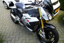BMW S1000R fitted with a Pro-Oiler Chain lubrication system / Pro-Oiler Chain lubrication system on a BMW S1000R