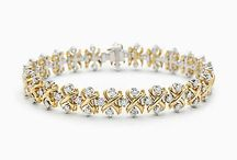 Sanitra Diamond Jewellery collection / #Sanitra #DiamondJewellaery#collection made 18 kt in yellow,white & Rose gold.Customize as per your style and budget.Get Exact Diamond Quality and weight.