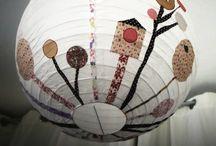 Un air de Chine / Boule en papier de Chine, à suspendre au plafond, juste sous une ampoule...