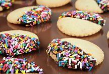 Recetas de Galletas / Prepara las galletas más ricas con tus peques y pasa una linda tarde mientras se divierten juntos. http://www.kiwilimon.com/recetas/postres/galletas