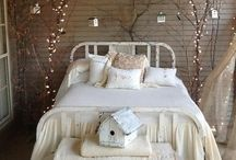 Christmas style bedrooms / It's beginning to look a lot like Christmas! If you'd like some inspiration to help turn your bedroom into a gorgeous Christmas wonderland, check out our Christmas style bedrooms board.
