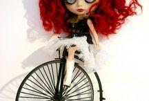 Blythe Oddities / The anamorphic, Gothic, Burton-inspired, or the just plain weird custom Blythe dolls