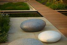 kamen v zahrade