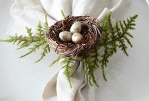farmhouse table decor || Easter / Discover farmhouse stye Easter decorations. Natural table decor and linens.