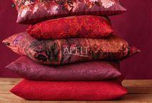 Country Home / Neue Farbwelten in den key-Farben Brombeere, Celadongrün, Curry und Petrol geben der Herbstkollektion gemeinsam mit schönen Materialien ein anderes Gesicht.