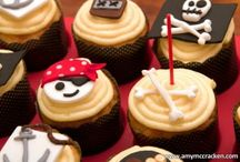 Best Pirate Cakes and Cookies / Get inspired by pirates, ships, skulls and treasures. Who says they are dangerous. They look great and taste so yummy. The best pirate cakes and cookies