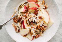 Vegan Breakfast / Vegan, plant-based breakfasts & food photography inspiration. Smoothie bowls, porridge, pancakes, waffles, granola etc.