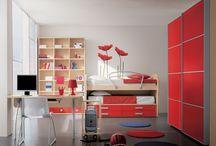 """Мебель для детской комнаты / Если интерьер детской выполнен в нейтральных цветах и яркими являются только цвета игрушек, ребенок может испытывать """"цветовое голодание"""", то есть просто скучать по ярким цветам. Игрушки-то обычно убираются в шкаф, и ребенку начинает не хватать раздражителей, стимулов в нейтральных цветах детской комнаты.  А раз так, значит, он все время будет вытаскивать свои яркие игрушки и оставлять их на видных местах, а вы будете думать, как же приучить его к порядку."""