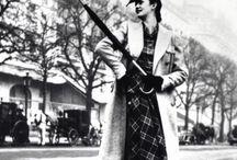 #Stil #Style #Moda  #Fashion  ♥♥♥  #Man  #Women #Magazine / Modanın kalbi Paris'te atıyor. Bu, bugün olduğu gibi geçmişte de öyleydi. Dünyanın en çok takip edilen sokak stili de her zaman Paris kadınlarına ait oldu.  ♥♥♥  The heart of fashion beats in Paris. This was in the past as it is today. The world's most followed style in the streets of Paris has always been women.