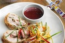 Паназиатские обеды / Паназиатская кухня - название для стиля, совмещающего продукты и кулинарные техники разных азиатских регионов, но за последние годы из эклектичной игры эта история выросла во вполне узнаваемую международную манеру, сдобренную к тому же частью европейских техник и продуктов. Вот вам несколько примеров этого жанра.