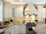 Kitchens / by Rebecca Raynsford