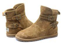 Obľúbené čižmy UGG z ovčej kože a vlny / Ugg boots sú vyrobené z čistej ovčej kože a vlny, ktorá dokáže držať teplotu, a tak sú nohy stále v teple.