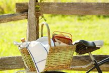 Picnic / outdoors, bicycles and wicker baskets