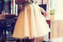 šaty z jahodovej peny