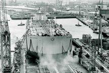 Εκρηκτική Ανάπτυξη & Παγκόσμια Πρωτιά - Explosive Growth & World Domination (1971-1980) / Στις αρχές της δεκαετίας η ναυλαγορά σημείωνε κάμψη, η οποία ωστόσο δεν επηρέασε τις επενδυτικές πρωτοβουλίες των Ελλήνων εφοπλιστών. H δραστηριότητά τους συνεχίστηκε. / At the beginning of the 1970's, the freight market started weakening, causing worries that shipping was once again in danger of facing a period of recession. Despite this, Greek shipowners continued investing.