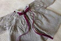 Casaquinho cinza com folhas na pala