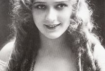 "3) The beautiful actress Mary Pickford / Mary Pickford (April 8, 1892 - May 29, 1979) was a Canadian-American motion picture actress, co-founder of the film studio United Artists and one of the original 36 founders of the Academy of Motion Picture Arts and Sciences. Known as ""America's Sweetheart"", ""Little Mary"" and the ""girl with the curls"", she was one of the Canadian pioneers in early Hollywood and a significant figure in the development of film acting."