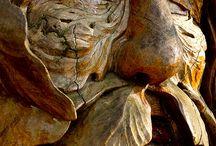 socha ze dřeva