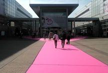 Svatební veletrh INTERBRIDE 2015 / Ve dnech 6. až 8. června jsme měli jedinečnou příležitost navštívit světoznámy veletrh svatebních šatů a doplňků, INTERBRIDE konané v německém Dusseldorfu. Svatební atmosféru jsme cítili již při vstupu do samotného areálu, kterou umocnil zejména obrovský růžový koberec ... cítili jsme se jako na předávání svatebních Oscarů :)