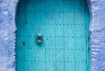 Бирюзовые двери