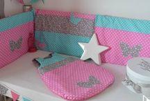 Décoration chambre bébé rose turquoise fuchsia gris