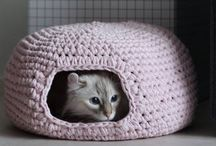 Crochet cate cave